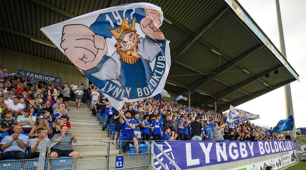 [DK=20190805: Velbesøgt Lyngby stadion, her med Lyngby BK fans]